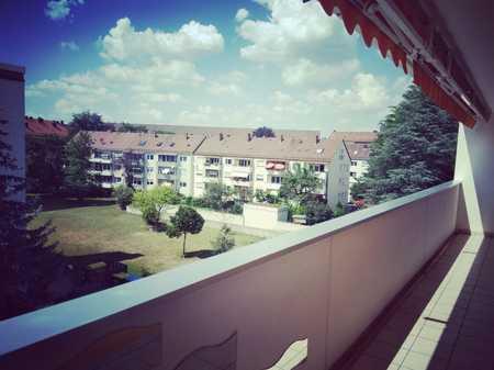 Gepflegte Wohnung mit drei Zimmern sowie Balkon und EBK in Nürnberg in Maxfeld (Nürnberg)