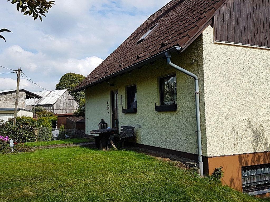 freistehendes einfamilienhaus mit gr ner hanglage in windischengr n. Black Bedroom Furniture Sets. Home Design Ideas