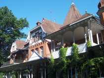 Denkmalgeschütztes schlossartiges Anwesen mit Sternerestaurant