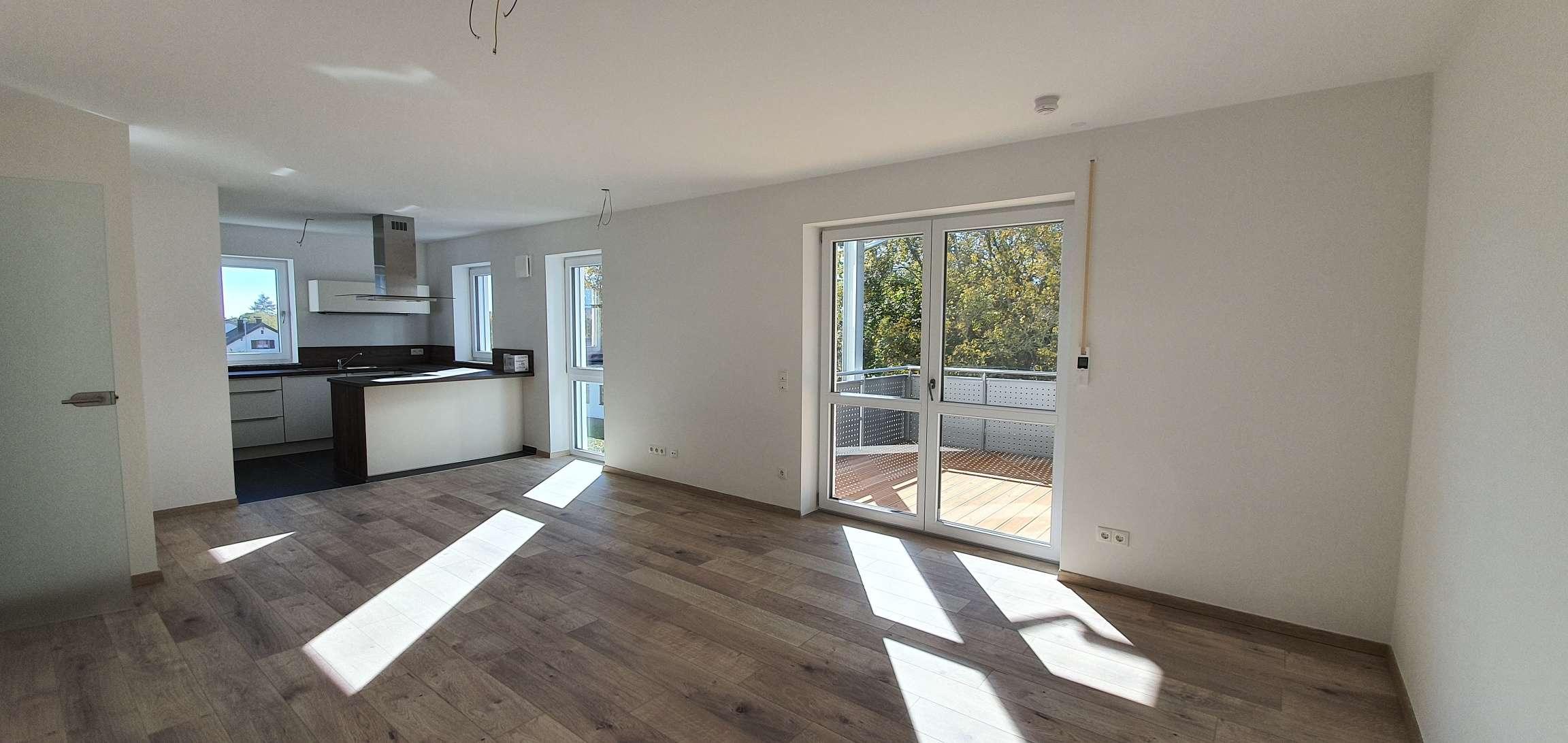 ...große 4-Zimmer-Wohnung mit EBK und 12m² überdachtem Balkon ... in Mühldorf am Inn