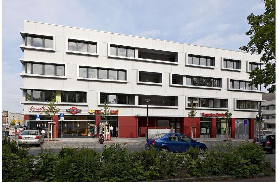Bürogebäude von Osten