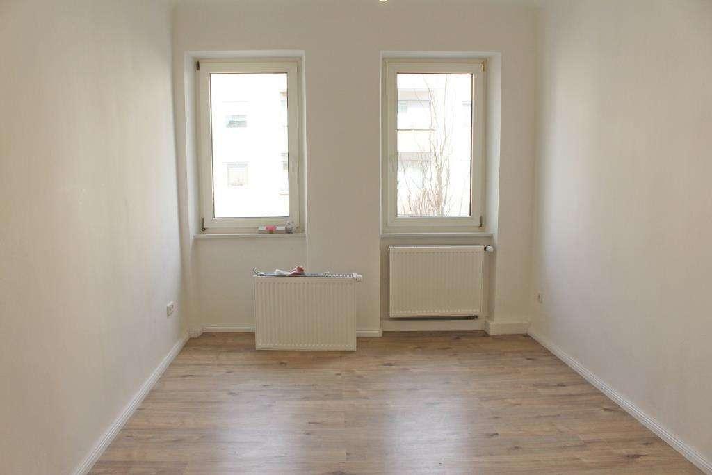 HEGERICH: Frisch renovierte, lichtdurchflutete 3-Zimmer-Wohnung! Mit Balkon in zentraler Lage! in