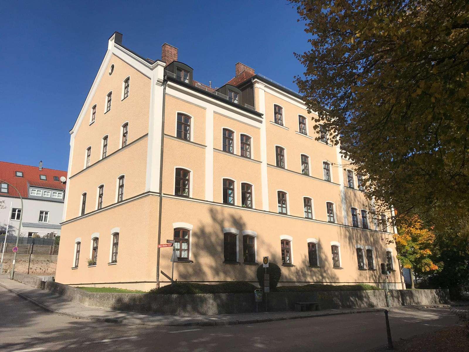 Charmante, helle 2-Zimmer-Wohnung in ehemaligem Schulhaus in Freising