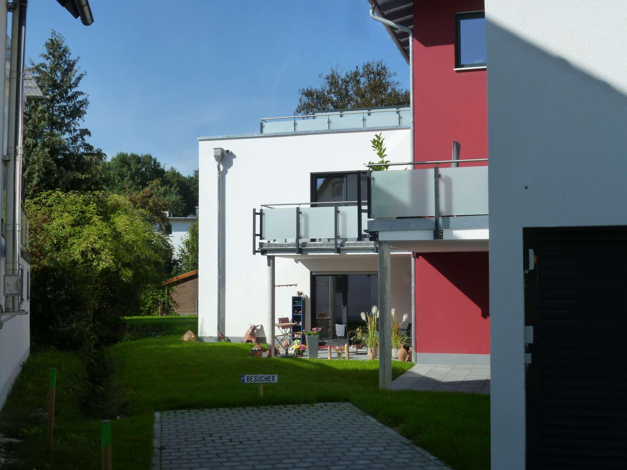 Neuwertige 2-Zimmer-Wohnung mit Balkon und Einbauküche in Deggendorf in Deggendorf