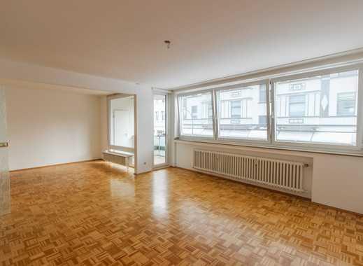 REUTER IMMOBILIEN Großzügige Zweieinhalbzimmerwohnung mit Einbauküche und Balkonen in Stadtwaldnähe