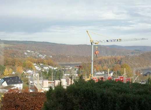 SIMMERATH: Mehrgenerationenhaus im Urlaubsgebiet Eifel mit Blick auf den Rursee.