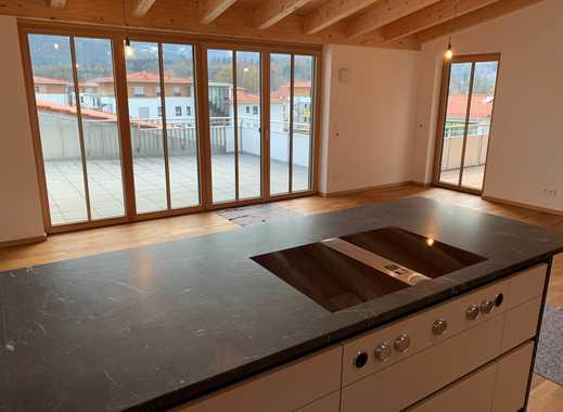 Penthousewohnung mit 30 m² Dachterrasse, Balkon, 2 x Tiefgarage in Brannenburg