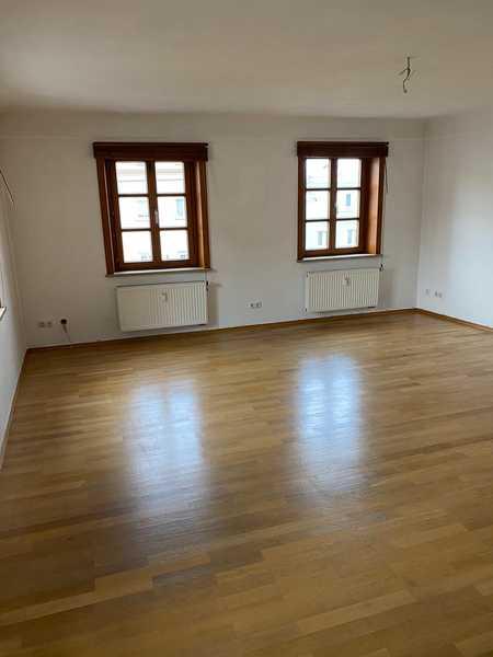 80 m² (4 Zimmer, Küche, Bad) Dachgeschosswohnung zentral gelegen zu vermieten in Vilshofen an der Donau