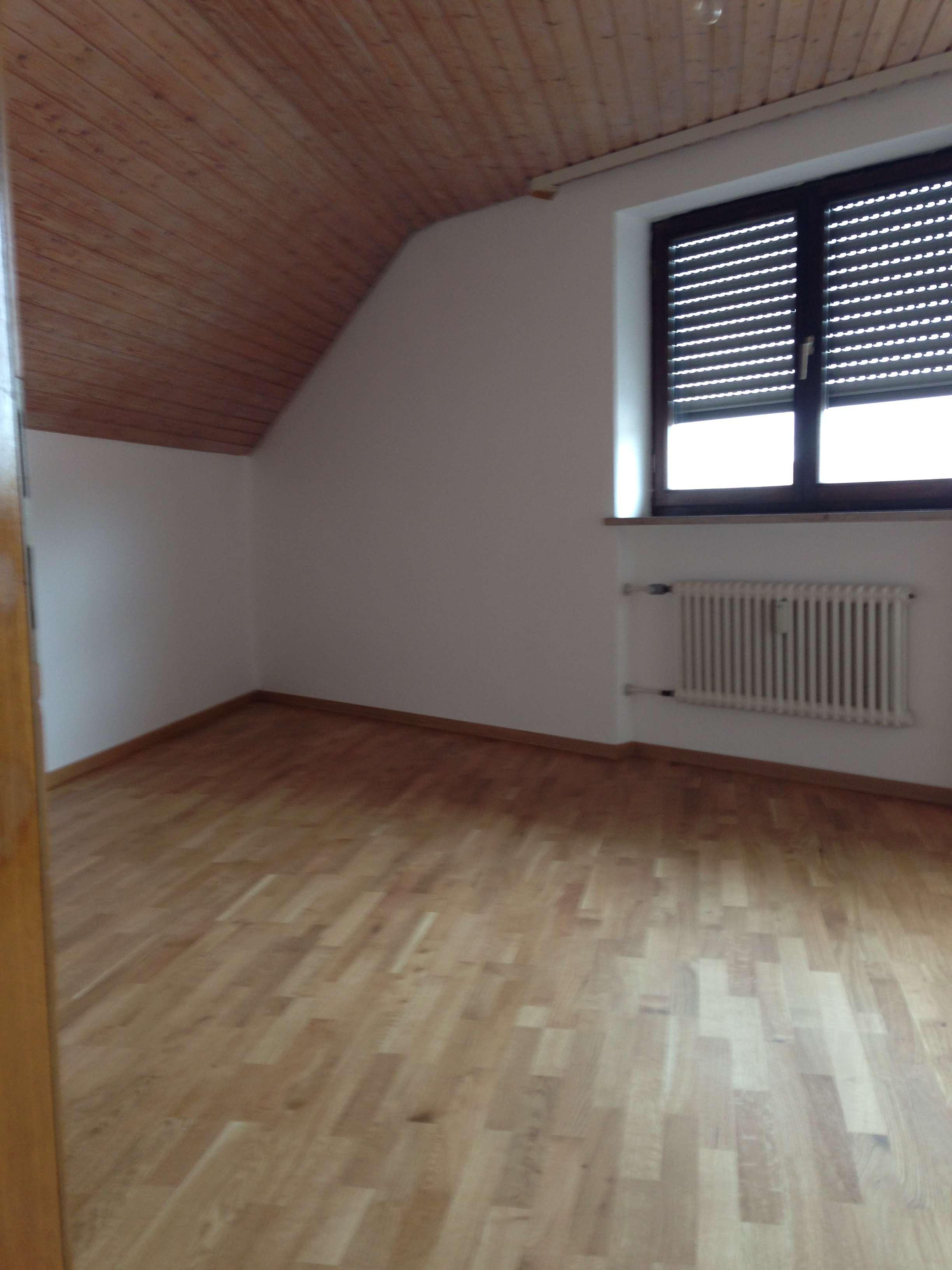 2 Zimmer DG Wohnung im ND-Zentrum in