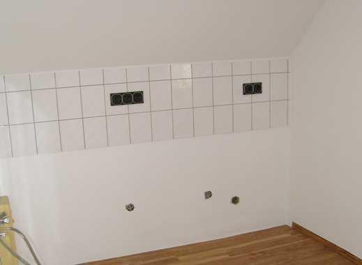 Freundliche, vollständig renovierte 2-Zimmer-Dachgeschosswohnung in Köln-Holweide