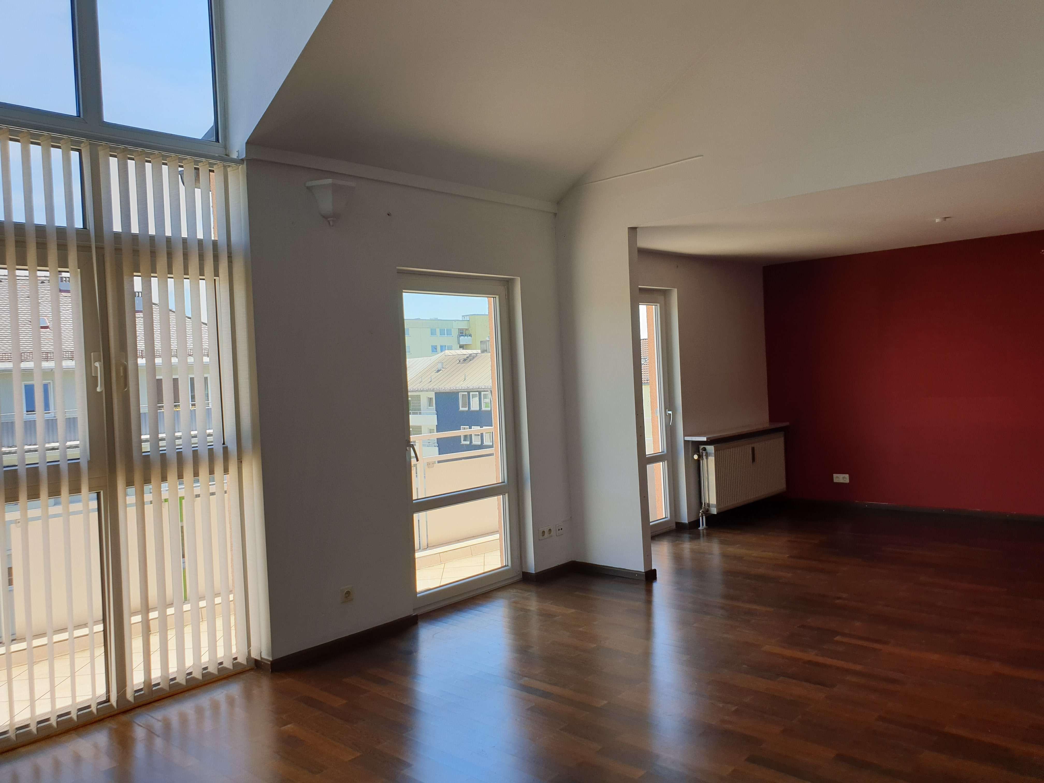 Helle Maisonette-Wohnung mit Balkon