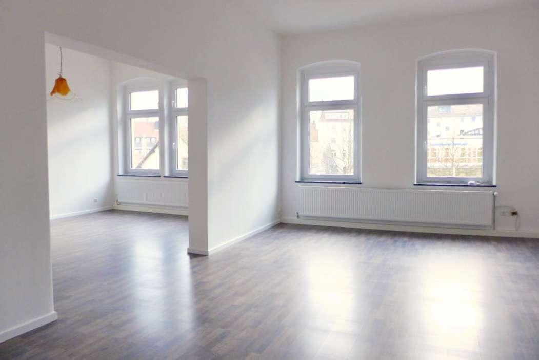 Helle, geräumige und vollständig renovierte 4-Zimmer-Wohnung mit Balkon in Kulmbach in Kulmbach