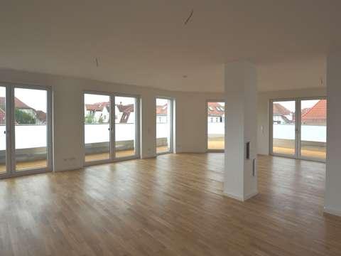 Luxuriöses Penthouse mit Dachterrasse - Platz für Ihre Ideen! // 4 ...