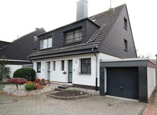 Doppelhaushälfte in ruhiger Stichstraße im Ortskern mit Südgrundstück und Garage