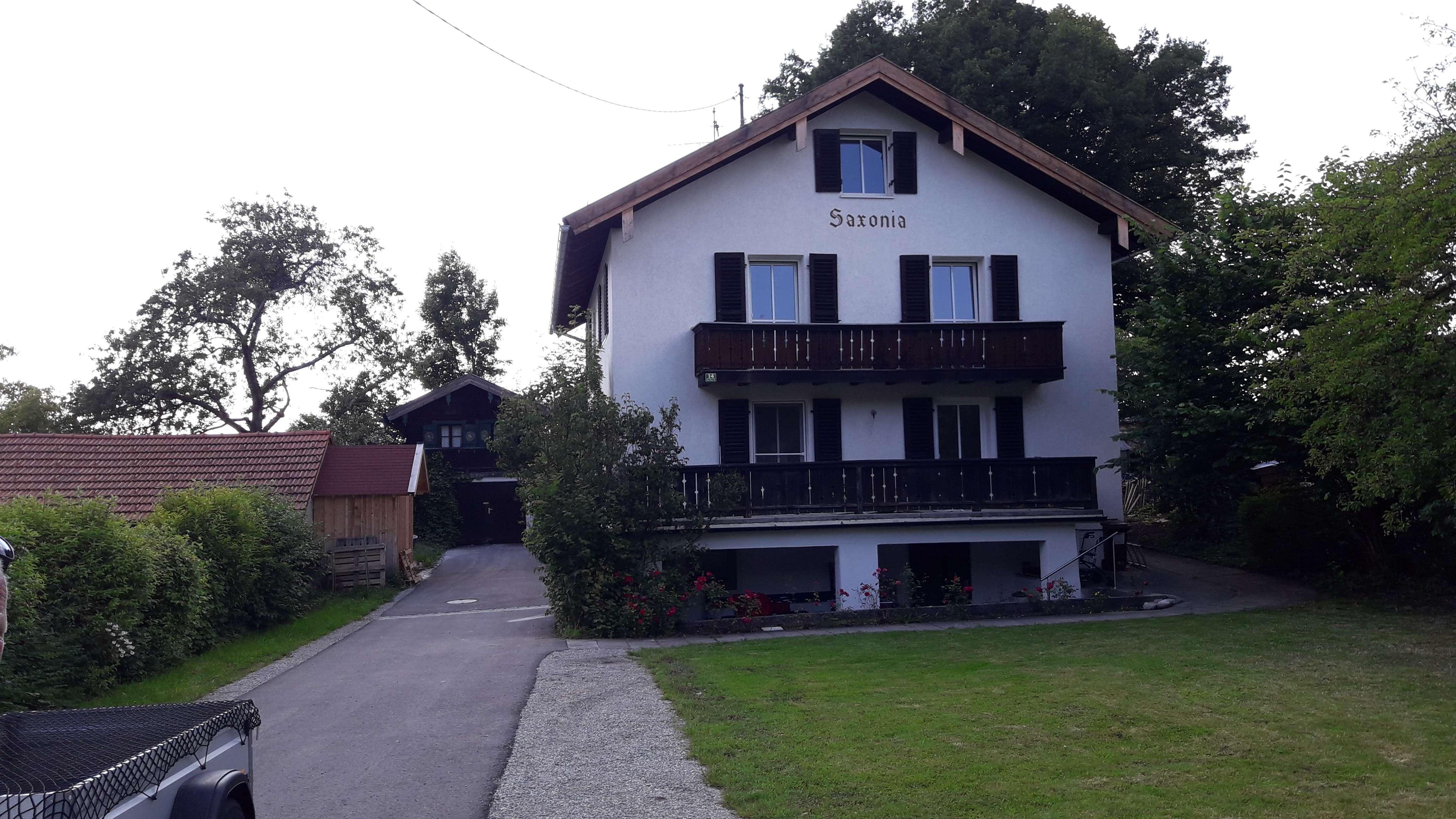 Vorankündigung Erstbezug nach Sanierung mit Terasse und Balkon: Helle 5-ZKB-Wohnung in Bad Heilbrunn in