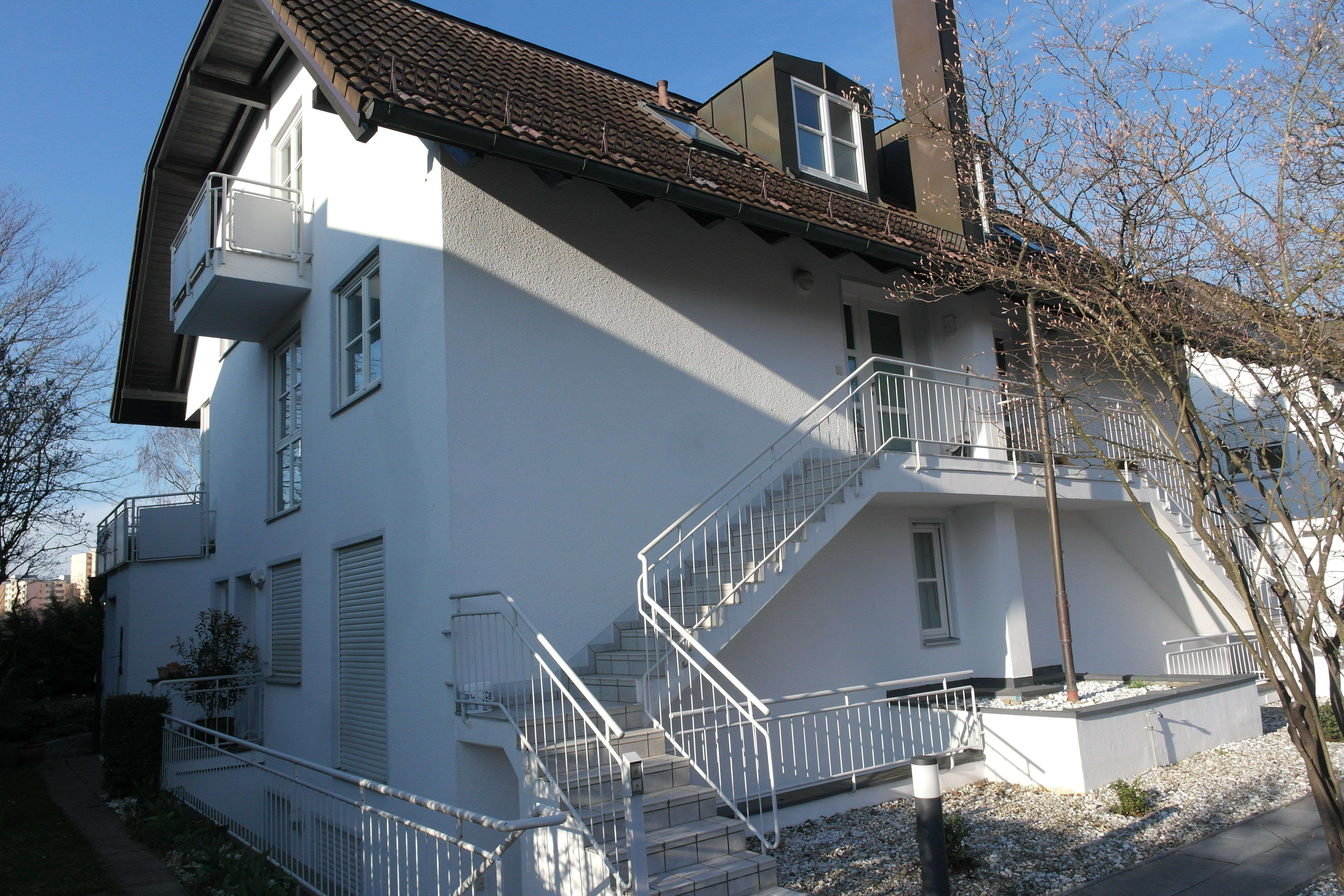 München−Trudering: Lichtdurchflutete 4−Zimmer OG⁄DG Maisonette mit Terrasse und Balkon in Trudering (München)