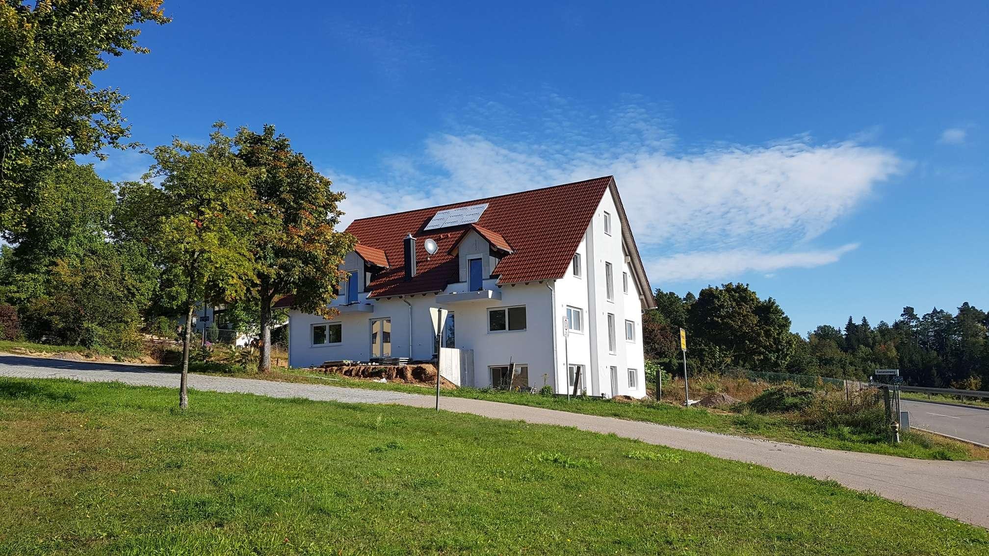 Erstbezug mit Balkon: freundliche 4-Zimmer-Maisonette-Wohnung in Wenzenbach in Wenzenbach