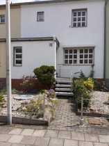Reihenmittelhaus mit Pool und Doppelgarage