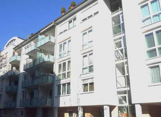 Neuwertige gemütliche 2 Zimmer WHG, Balkon, Aufzug, TG Platz
