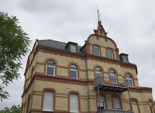 Sonniger 5 Zi.-Traumaltbau mit 2 Balkonen, Fernblick, TGL-Bad und Gäste-WC! Am Aukamm nähe Kurgebiet