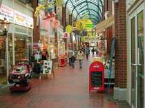 Bild Ladenfläche  MOORBEK-PASSAGE! Ideal für Schuhe, Spielwaren, Hochzeitsmoden, Wohnen/Deko......!!