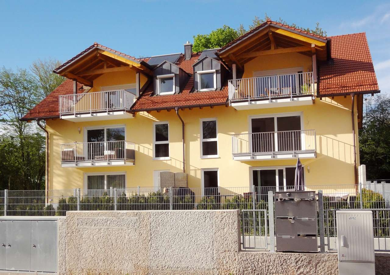 Möbliert: Exklusive 2-Zi.-Wohnung im Dachgeschoß