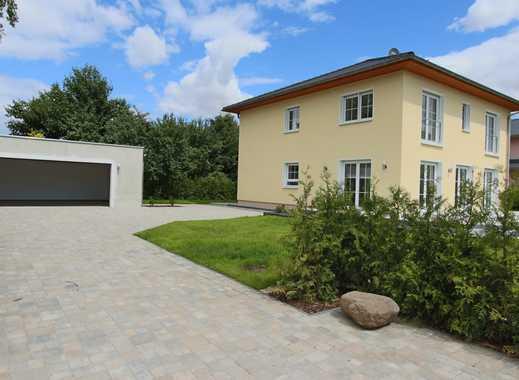 TOP ANGEBOT - Einfamilienhaus in Grünlage mit großer Doppelgarage!