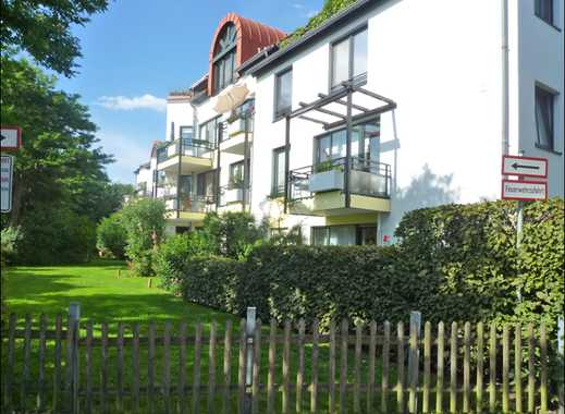 Düsseldorf-Knittkuhl, wohnen im Grünen. Helle 3-Raum-Wohnung mit Laminat und Westbalkon.