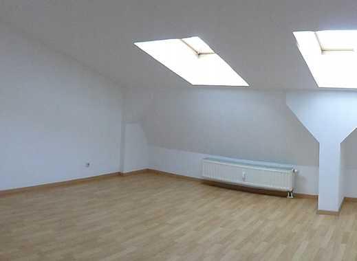 **schöne großzügige 3-Raum-DG-Wohnung in Greiz**