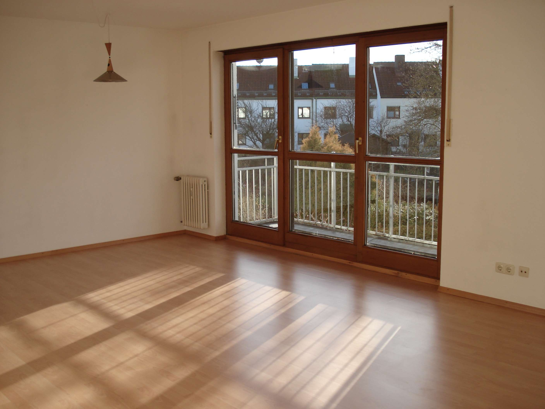 Traumhaft helle 1- Zimmer Wohnung + 39 qm Dachstudio und Süd-West-Balkon Richtung Garten in Haar (München)