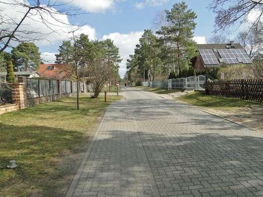 Voll erschlossenes Baugrundstück mit Gartenhaus am Südrand von Berlin - Bild 15
