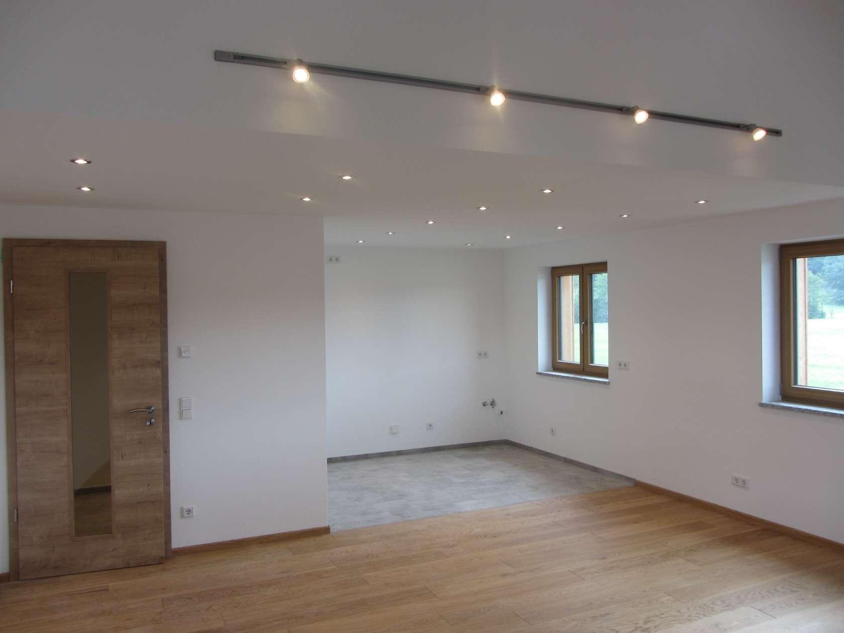 Große Hausmeisterwohnung; Erstbezug einer 4-Zi-Wohnung und Dachstudio; optional mit Büroflächen in Dietramszell