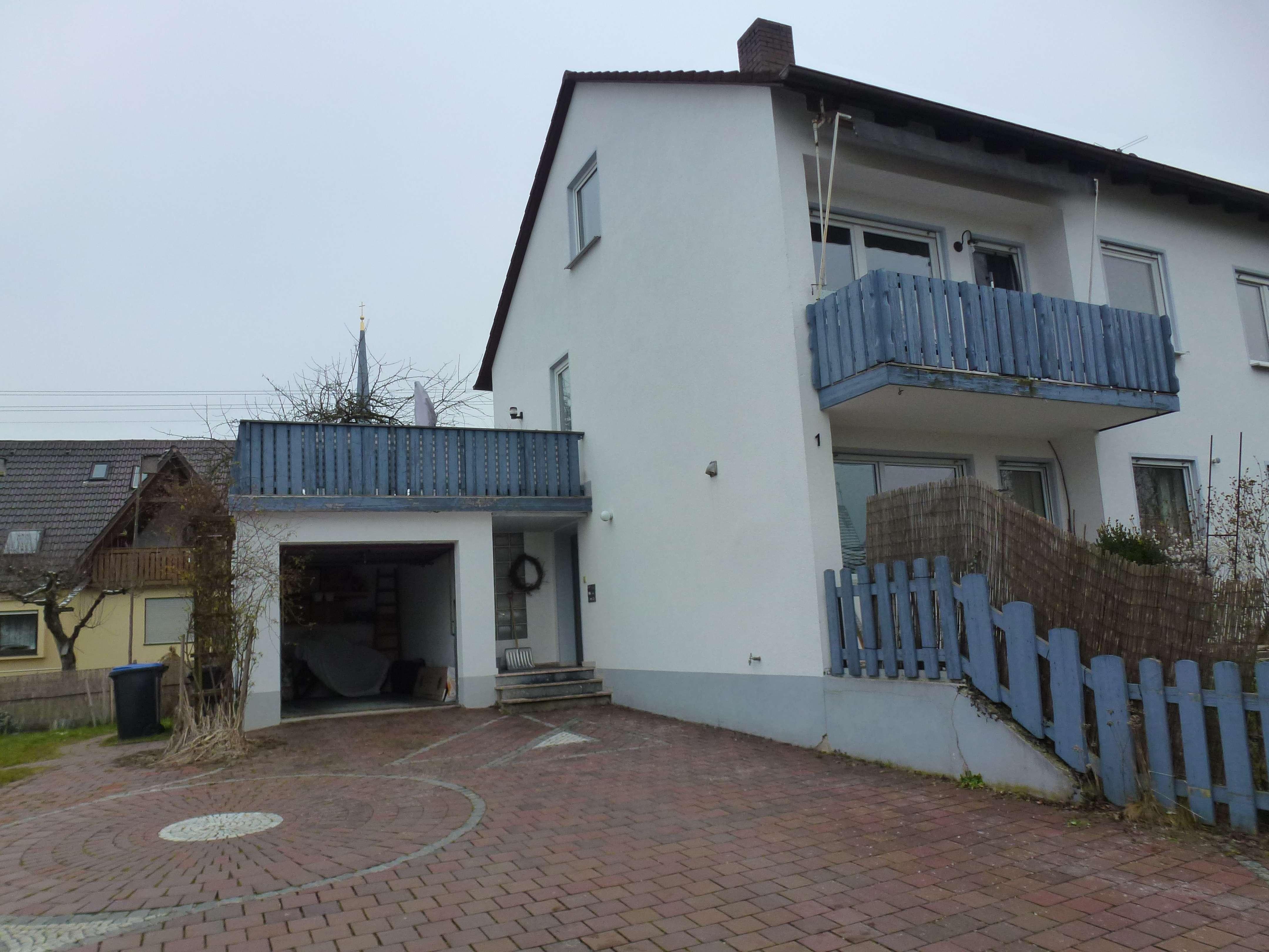 Helle Dachgeschosswohnung mit EBK in ruhiger Lage in Diedorf in Diedorf