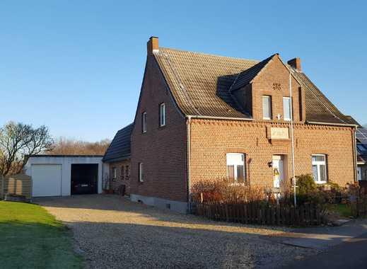 Großzügiges Familienhaus auf großem Grundstück mit zwei Hallen