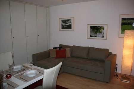 Exklusive, vollständig renovierte 1-Zimmer-Wohnung mit Balkon und Einbauküche in Solln, München in Solln (München)