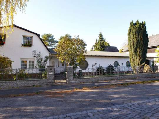 Einladendes Wohnhaus mit großer Schwimmhalle - Bild 2