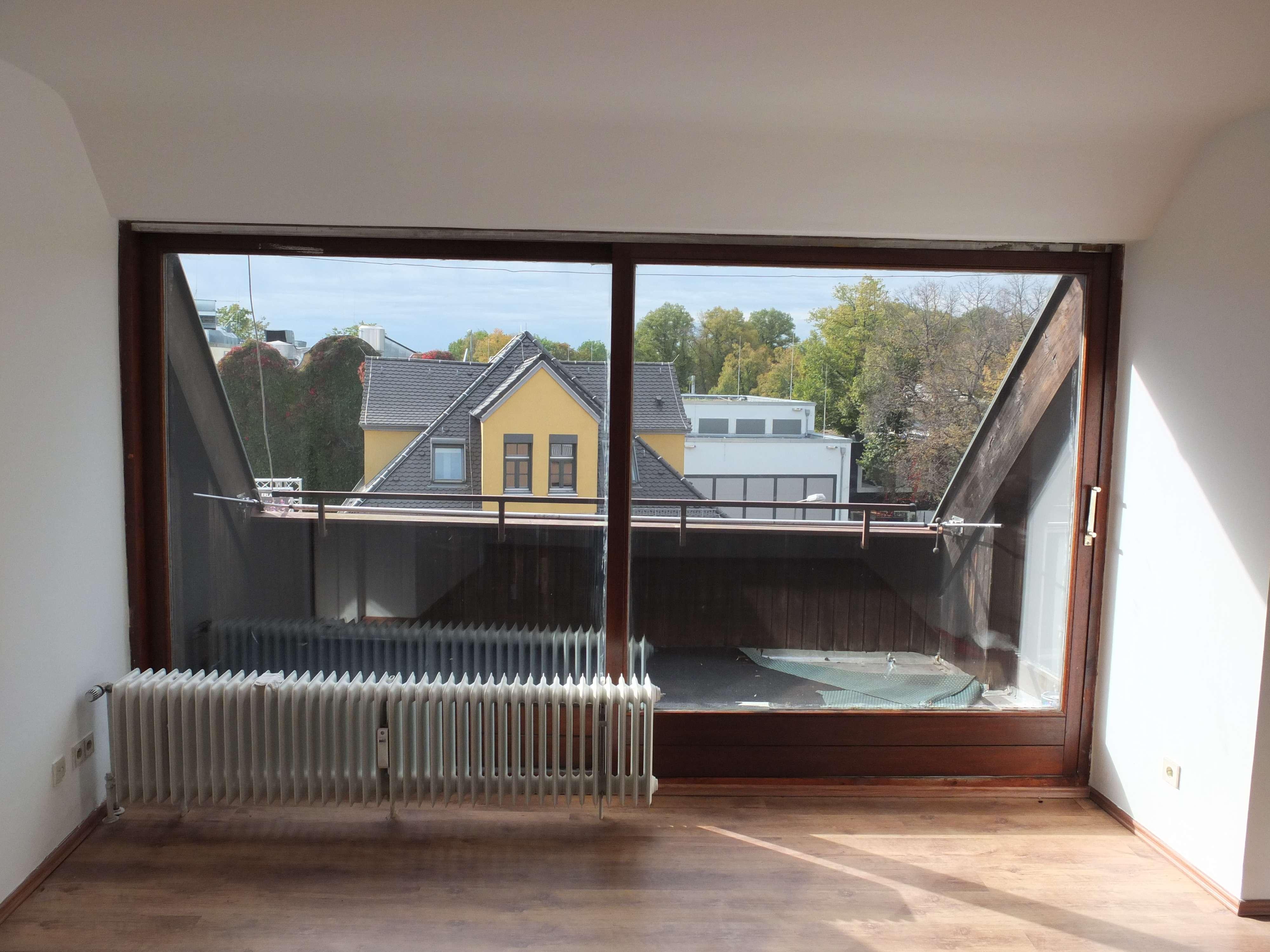 2-Zimmer-DG-Wohnung mit Balkon in Erlangen Zentrum Altstadt in Erlangen - Zentrum (Erlangen)