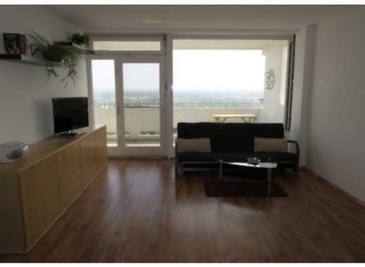Schöne helle zwei Zimmer Wohnung in Bornheim mit Balkon