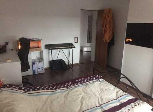 Suche nette Mitbewohnerin für unmöbliertes Zimmer :)