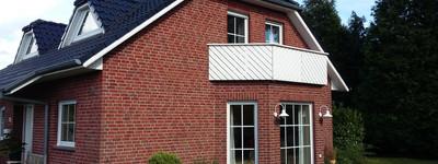 Schöne 2-Zimmer-Dachgeschosswohnung mit Balkon und EBK in Hille-Eickhorst
