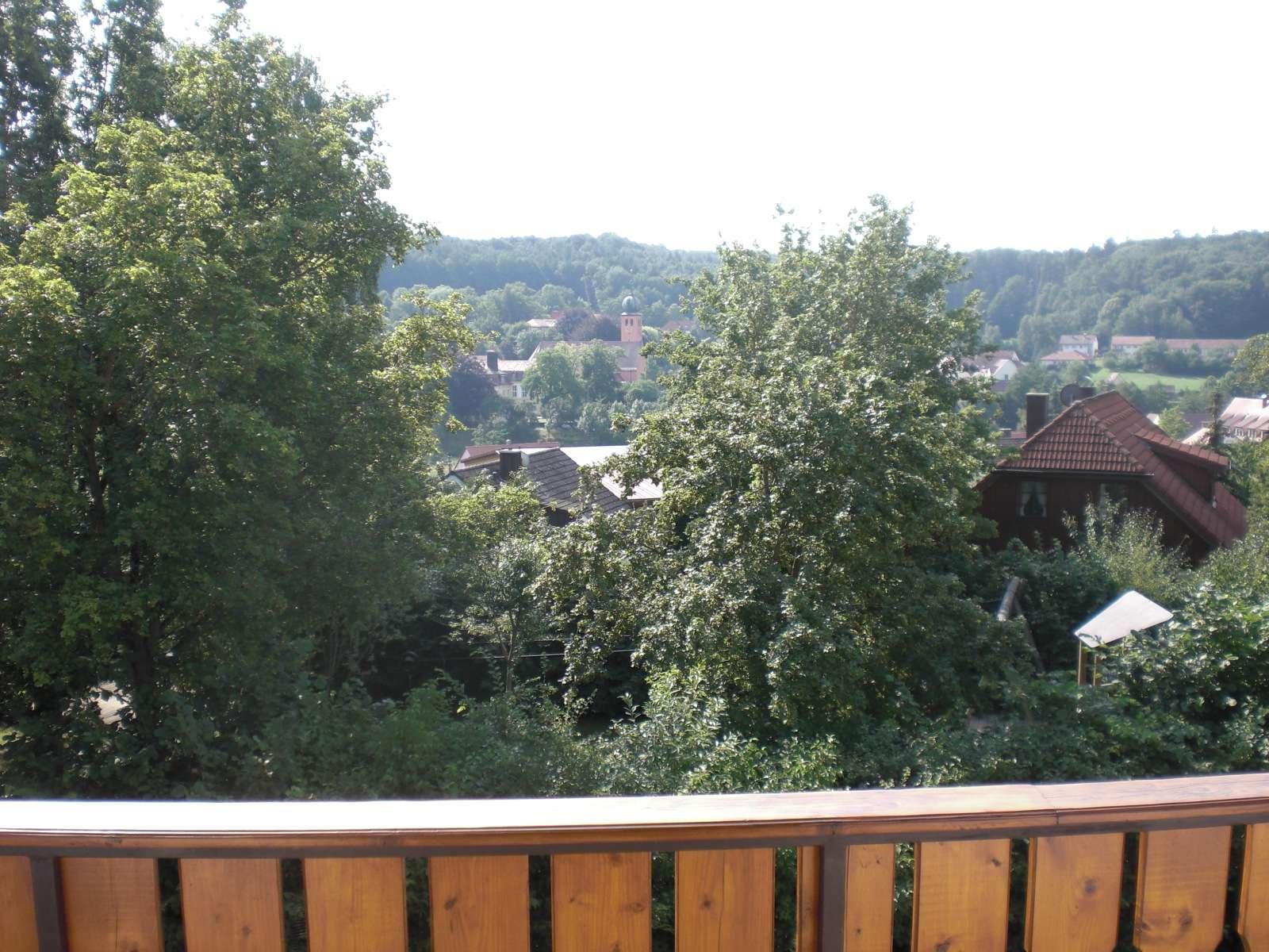 Gepflegte 3-Zimmer-Dachgeschosswohnung mit Loggia und Einbauküche in Bruckberg in