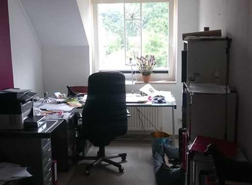 NUR FÜR FRAUEN; Teilmöbliertes WG Zimmer 13m² ruhig und im Grünen trotzdem verkehrsgünstig gelegen