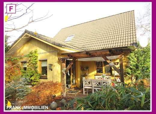 FRANK IMMOBILIEN - Neuwertiges Energiespar-Holzhaus Bj. 2002 - Ideal für die kleine Familie