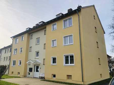 ERSTBEZUG NACH SANIERUNG ! Schön geschnittene 3-Zimmer mit Loggia ! in Weidenberg
