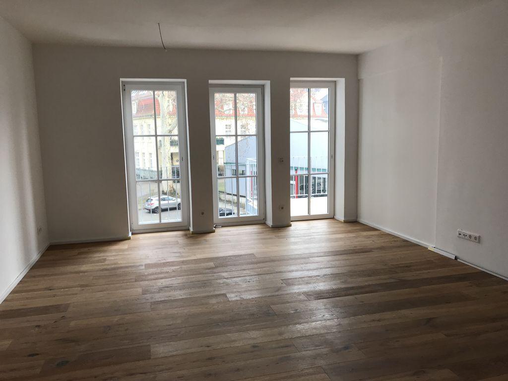 Wohn-/Essbereich mit Balkon