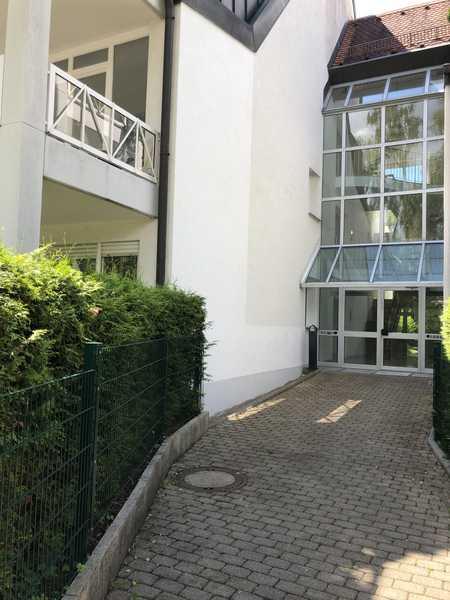 Exklusive, vollständig renovierte 2-Zimmer-EG-Wohnung mit Terrasse in Bogenhausen, München in Bogenhausen (München)