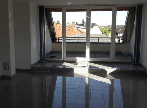 Vollständig renovierte 5-Zimmer-Maisonette-Wohnung mit Balkon und EBK in Saarlouis