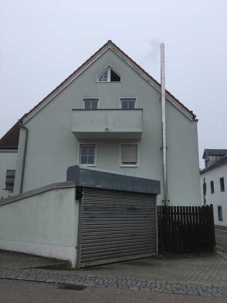 Zentral gelegene 2-Zimmer-Wohnung mit Balkon + TG-Stellplatz in Kösching