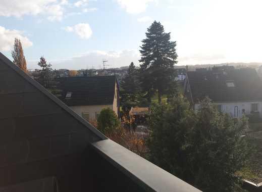 Gepflegte 2,5-Zimmer-DG-Wohnung mit Balkon und Einbauküche in Essen