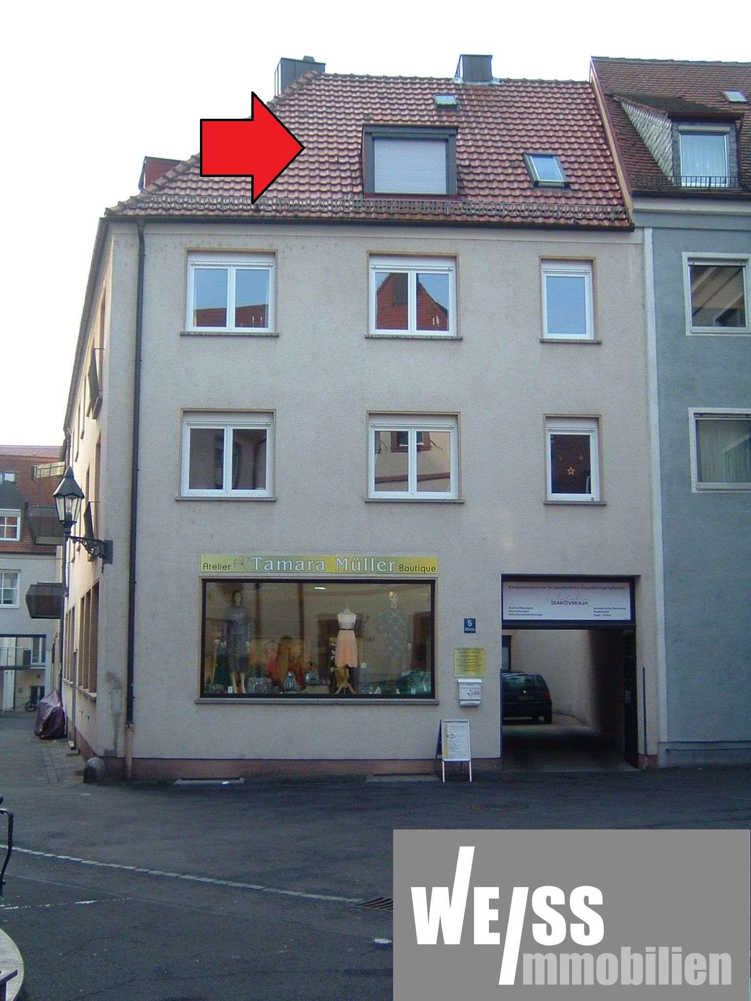 ALTSTADT, 2 Zimmer DG-Whg. -OHNE BALKON und EINBAUKÜCHE- in